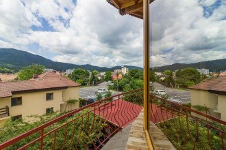 Vedere de ansamblu Laura Brașov