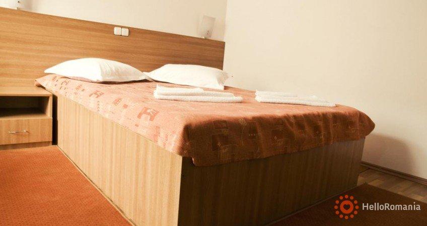 Cazare Hotel Est