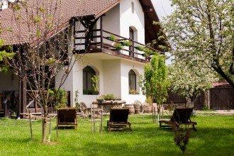 Accommodation Pensiunea Casa Mosului Cârțișoara