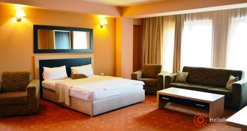 Cazare Oxford Inns & Suites
