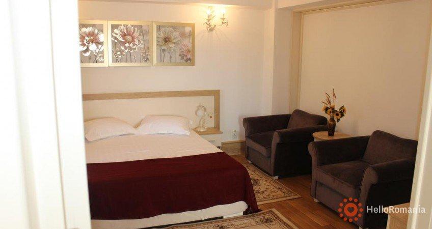 Foto Hotel Ciucas Vălenii de Munte