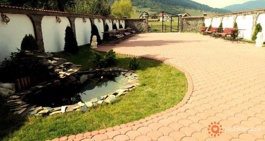 Foto Pensiunea Casa Zarnesteana